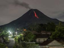 De Merapi gromt en kreunt: actiefste vulkaan van Indonesië braakt stroom van puin en lava uit