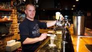 """Kroegbaas Danny van 'Het Anker' combineert café met voltijdse job: """"Ik klop gemakkelijk 70 uren per week"""""""
