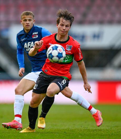 Dirk Proper baalt van verlies tegen NAC, maar geniet van NEC-supporters buiten De Goffert