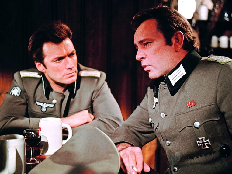 Clint Eastwood (links) en Richard Burton in Where Eagles Dare Beeld