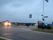 Flinke hinder voor het verkeer na aanrijding op Almeloseweg in Vriezenveen