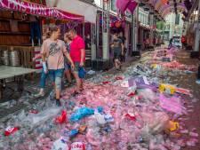 Wat overblijft als alle feestvierende bezoekers naar huis zijn: de rotzooi van Roze Maandag