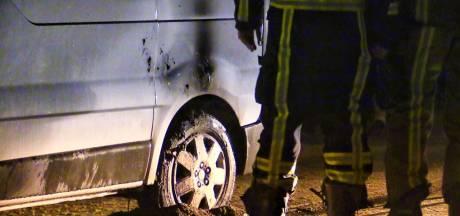 Buurt en brandweer voorkomen erger bij nieuwe autobrand in Enschede