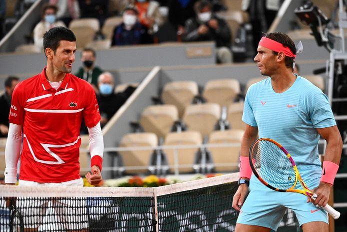 Novak Djokovic (l) en Rafael Nadal voor hun finale op Roland Garros vorig jaar.