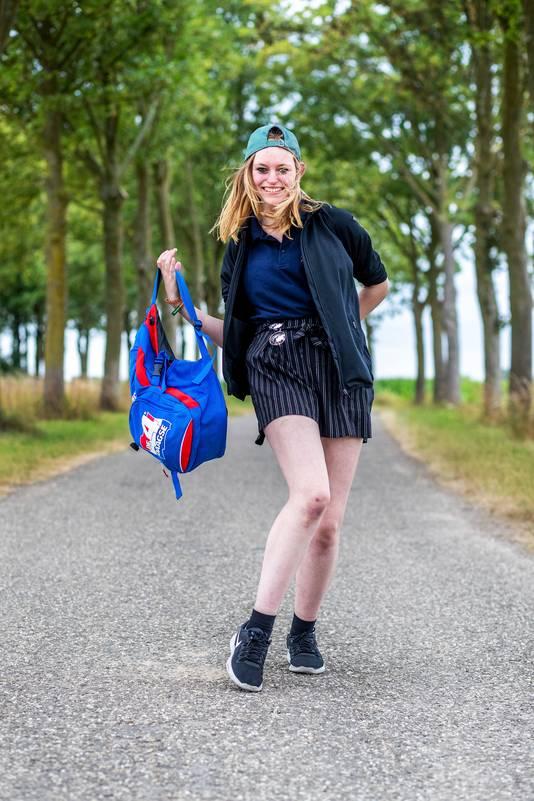 Cothen-Jeanine Stooker loopt de vierdaagse voor de Vogelopvang.