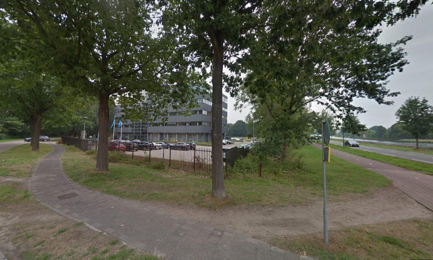 Het Intergasgebouw op de hoek van de Warandelaan en Wilhelminakanaal-Zuid in Oosterhout. Hier moet woonproject Parck Warande gaan landen.