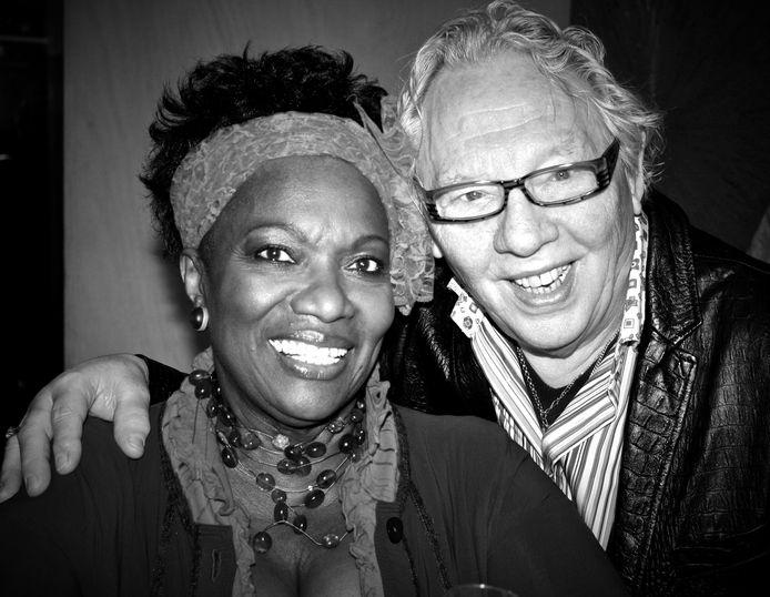 Kunstenaar Roelof Lenten, echtgenoot van actrice Gerda Havertong, is overleden.