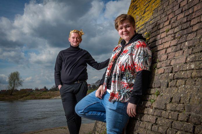 Bente Naglé (rechts) en Douwe Brandenbarg zijn twee van de kartrekkers achter de eerste ontmoetingsplek voor LHBTI-jongeren in Zutphen. ,,Eindelijk.''