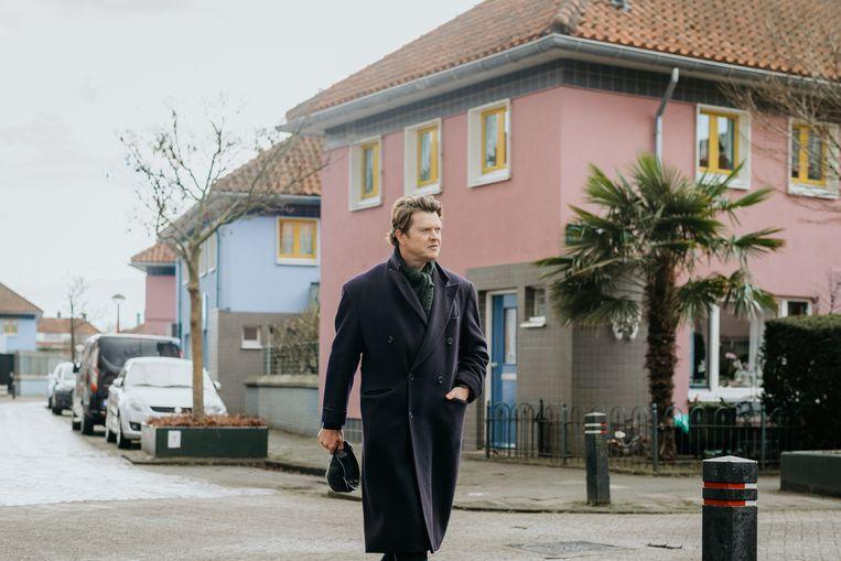 Beau van Erven Dorens zoekt de andere wereld van Floradorp. Beeld RTL4