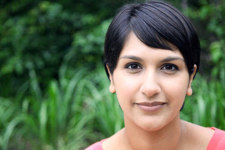 Angela Saini: 'Racisten zijn heel slim in hoe ze hun verhalen opbouwen en verspreiden. Daarin moeten de antiracisten minstens even slim worden.'  Beeld RV Rainer Niermann