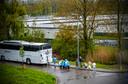 Het asielzoekerscentrum in Rotterdam-Beverwaard sluit per 1 juli. Alle bewoners worden met touringcars naar andere opvangcentra in Nederland gebracht.