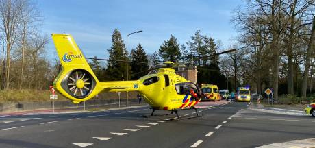 Wielrenner geschept op beruchte kruising, slachtoffer met traumahelikopter mee