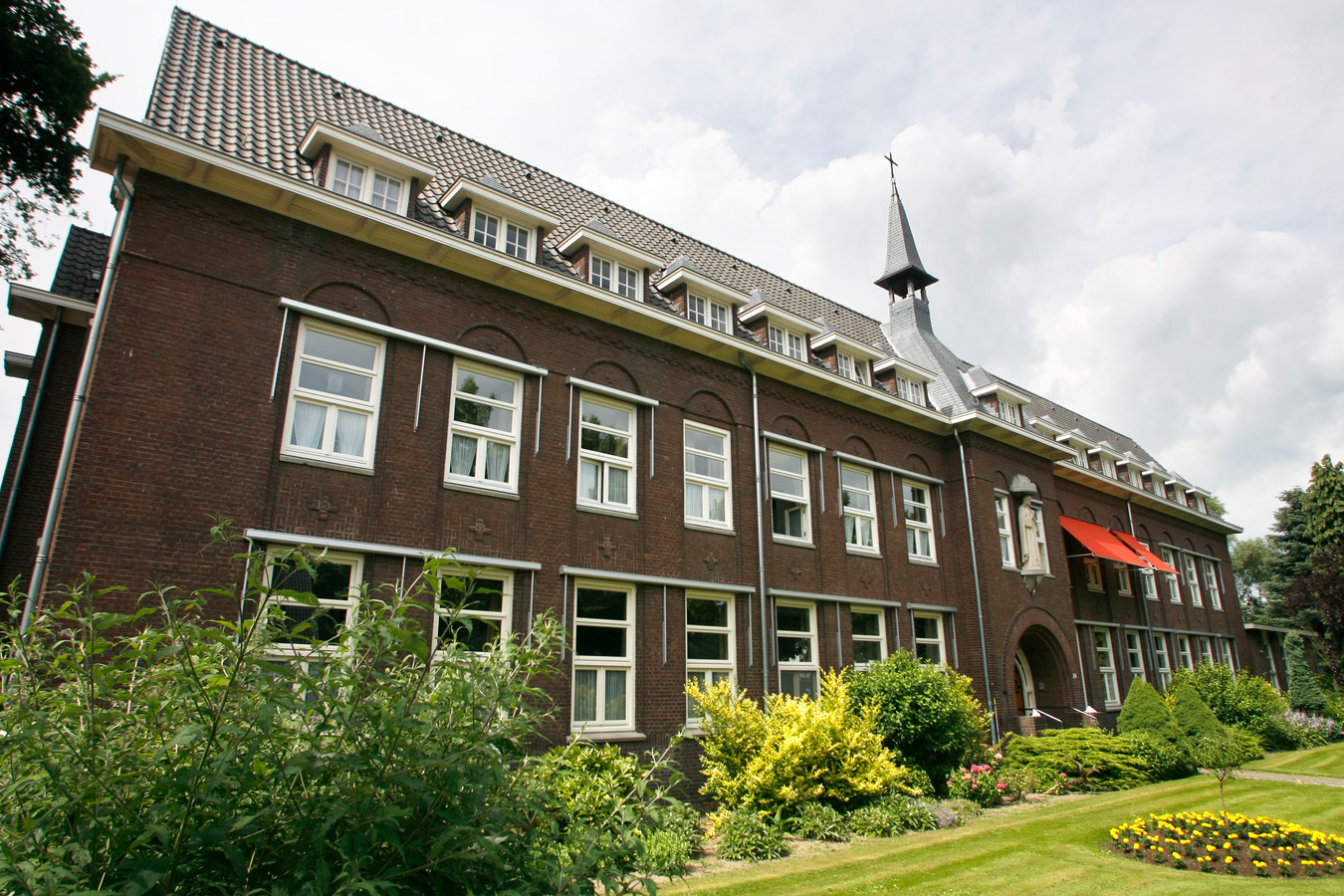 Het klooster aan de Wilhelminalaan in Asten.