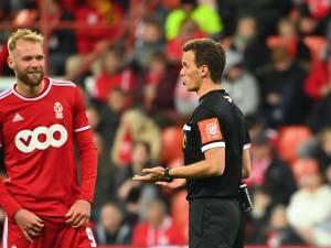 Sept minutes d'attente, penaltys généreux, penalty non-sifflé: un week-end de polémiques en Pro League