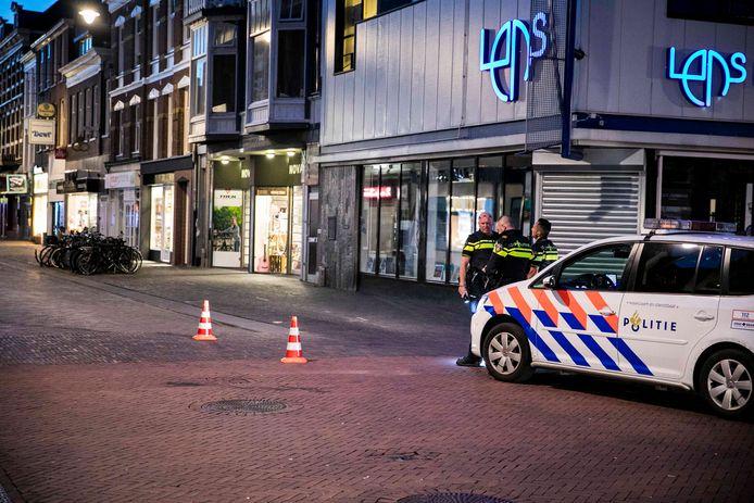 Politie in de Steenstraat na het steekincident.