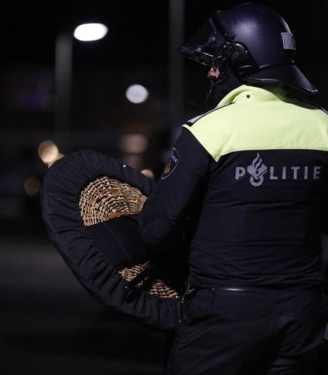 Als avondklokonrust aanhoudt, zien burgers hun wijkagent straks minder vaak
