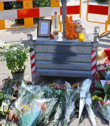 Bloemen voor doodgestoken moeder: 'De hele buurt is van slag, het lijkt stiller dan anders'