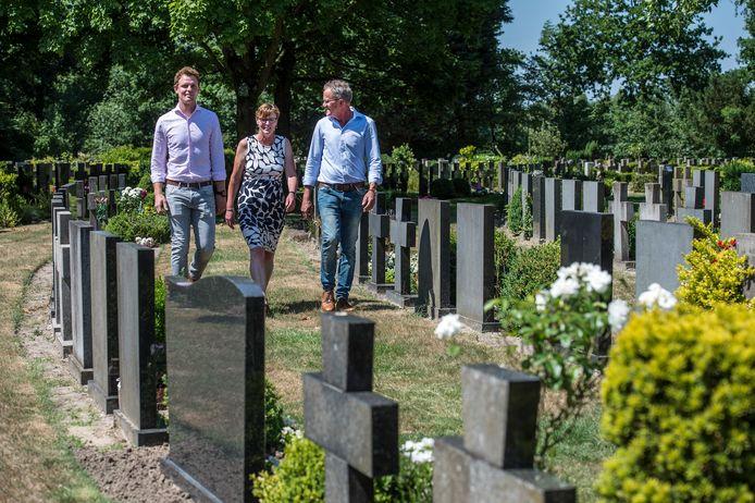 Jack en Marja Vermeeren gaan samen met hun zoon Geert begraafplaats De Lichtenberg exploiteren.  Foto Ron Magielse/pix4profs