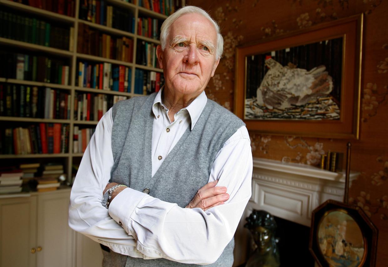 Schrijver John Le Carre in zijn huis in Londen.