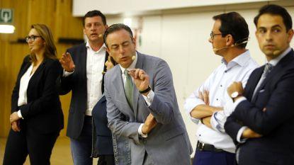"""De Wever tijdens openingscollege aan Gentse faculteit: """"Iedereen is van de wereld en de wereld is van iedereen, voorbarig en naïef"""""""