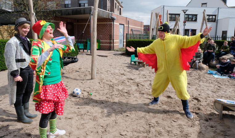 Schepen Tom Covens speelde 'Kareltje de circuskip' voor de kinderen van de buitenschoolse kinderopvang.