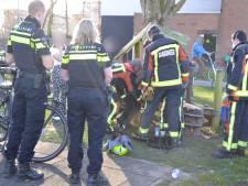 Brandweer bevrijdt meisje uit speeltoestel