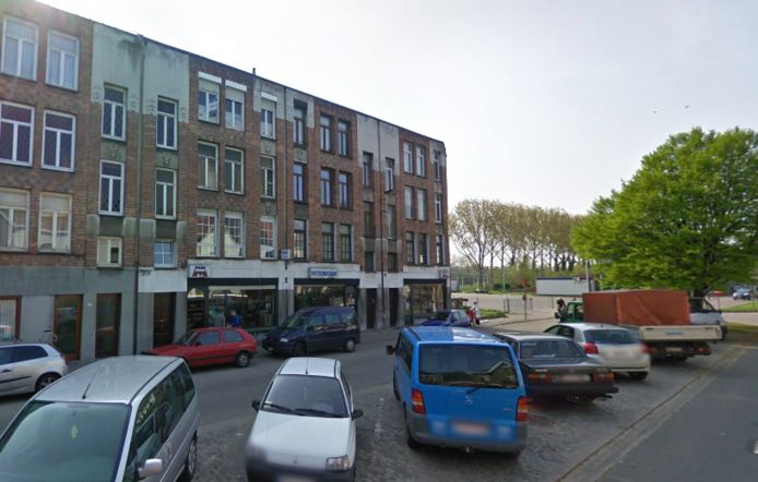 De woningen bevinden zich dicht bij de toekomstige werfzone van de Oosterweelverbinding en liggen deels op de locatie waar de stad de rand van Ringpark Het Schijn wil ontwikkelen.