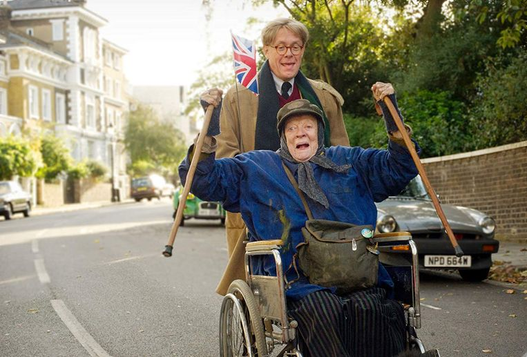 Maggie Smith in The Lady in the Van. Beeld