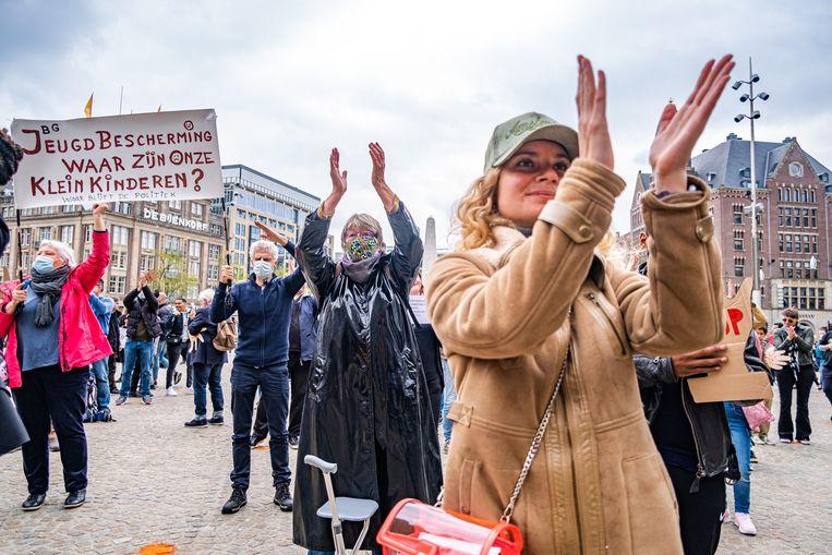 Een demonstratie van en voor slachtoffers van de toeslagenaffaire, op de Dam in Amsterdam. Beeld Joris van Gennip