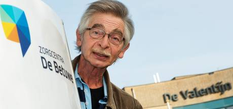 Hans helpt zijn buren met klusjes: 'Mijn moeder was vroeger ook de toeverlaat van de buurt'