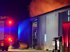 Brand in stapel brandhout bij schuur in Deurne