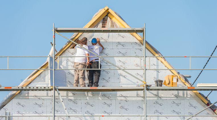 """""""Isoleer je eerst je dak en binnen een paar jaar je gevel? Zorg er dan voor dat beide isolatielagen straks goed op elkaar aansluiten."""""""