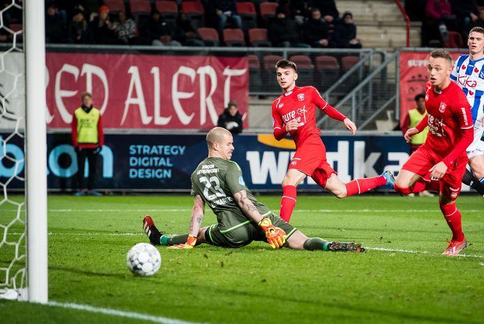 De laatste goal van FC Twente dit seizoen: de 2-3 tegen Heerenveen van Lindon Selahi.