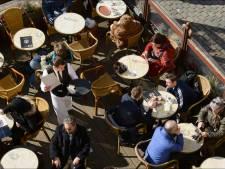 Tables de 4 personnes en terrasse, événements à 50 à l'extérieur et camps d'été: voici les annonces du Comité de concertation