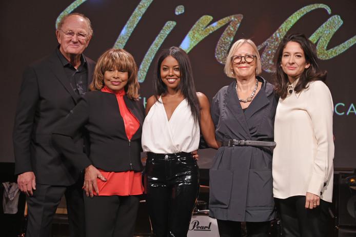 Joop en Tina met Adrienne Warren, directeur Phyllida Lloyd en producer Tali Pelman