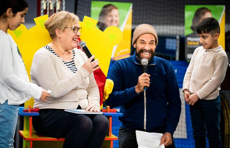 Kinderboekenambassadeur Manon Sikkel en Abdelkader Benali in Den Haag. Beeld null