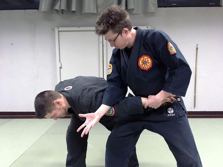 Hervatting lessen zelfverdediging.