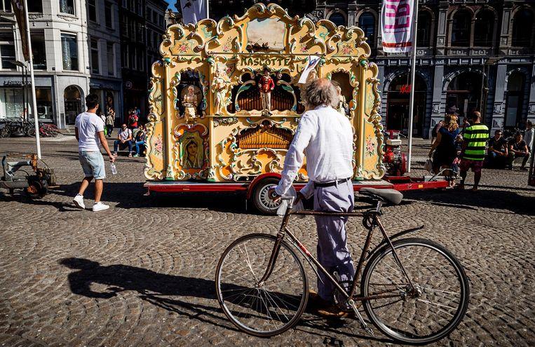2016-09-10 11:13:25 AMSTERDAM - Draaiorgels op de Dam tijdens het Draaiorgelfestival. Het festival wordt sinds 2004 jaarlijks op en rondom de Dam gehouden. ANP REMKO DE WAAL Beeld anp