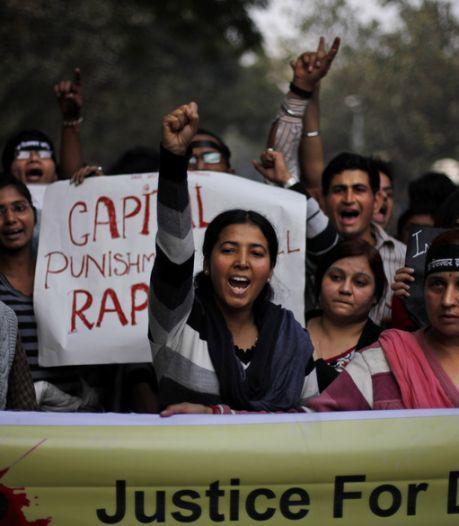 Amendes pour les femmes seules et les jeunes couples dehors la nuit en Inde