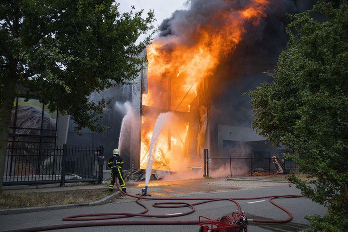 Een grote brand woedde in juli in een fabriek van Fire-up, waar aanmaakblokjes worden gemaakt.