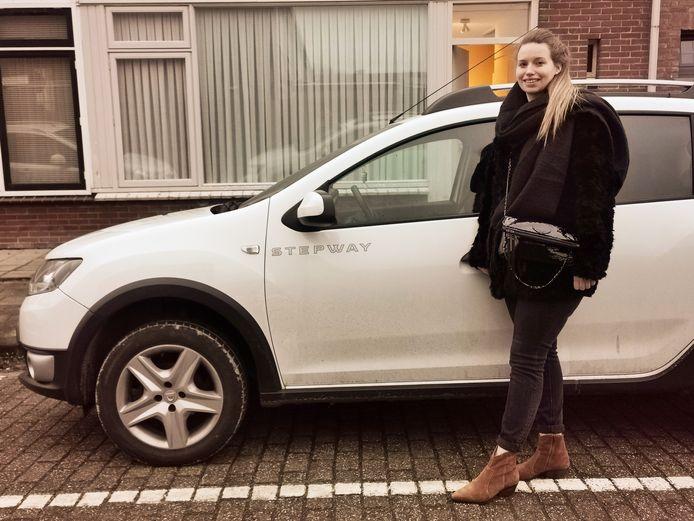 Shana De Clerck uit Sluis hoopt in maart haar rijbewijs te halen en eindelijk op de bestuurdersplek te kunnen instappen.
