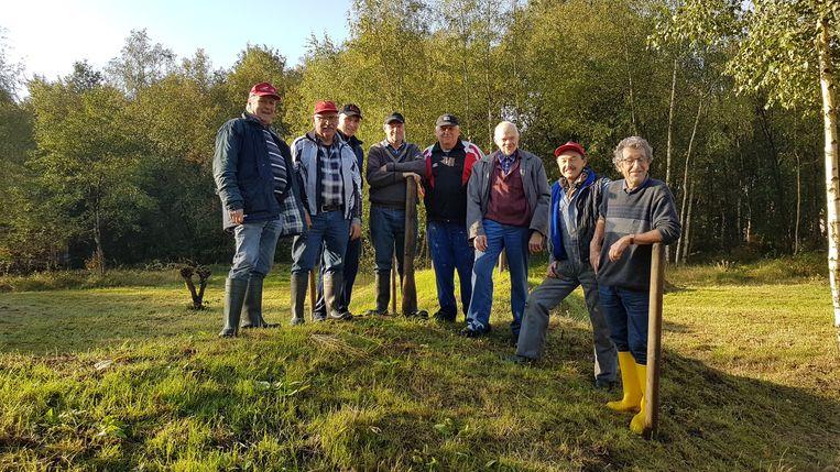 De Molenheidevrienden op hun parcours op de site Hemelrijk.