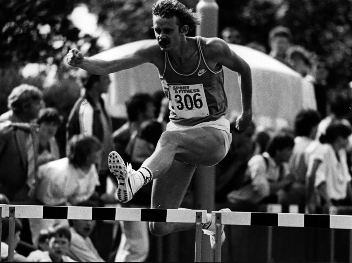 Archieffoto van Harry Schulting in 1984. Zijn Nederlands record op de 400 meter horden staat nog altijd.