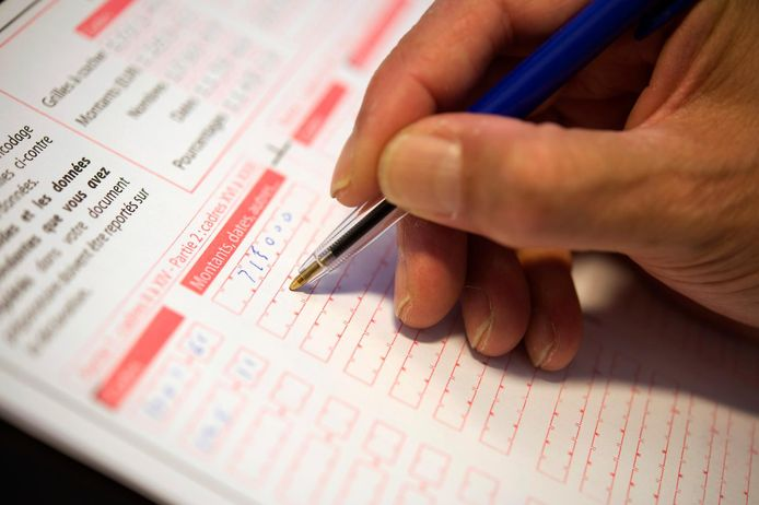 Le 30 juin est le délai pour renvoyer les déclarations papier et les formulaires de réponse papier pour modifier la proposition de déclaration simplifiée (PDS). Les contribuables qui souhaitent faire remplir leur déclaration peuvent prendre rendez-vous jusqu'au 29 juin. Il ne reste donc plus qu'une semaine pour respecter ce délai.