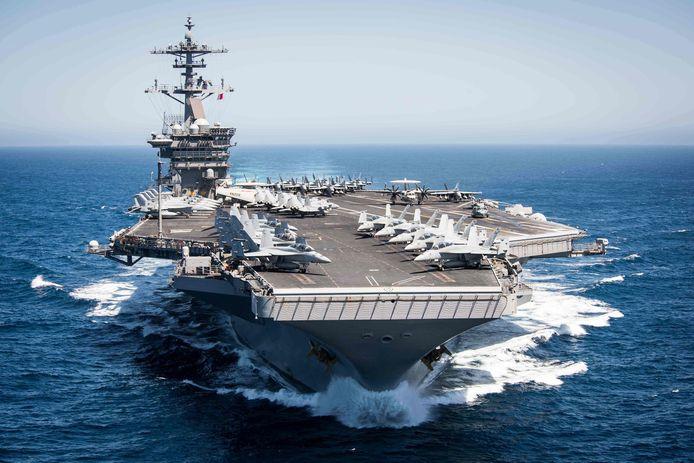 De USS Theodore Roosevelt ligt nu aangemeerd in Guam, een Amerikaans territorium in de Grote Oceaan.