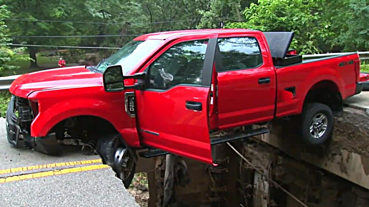 Des inondations ont eu de graves conséquences pour un automobiliste à Seneca, aux États-Unis.