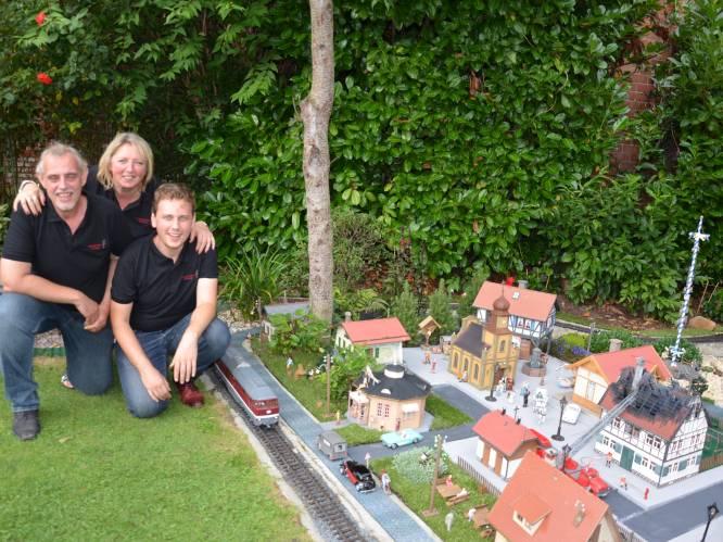 """Vader en zoon bouwen modeltreinparcours van 300 meter in tuin: """"We hebben ons niet verveeld tijdens corona"""""""