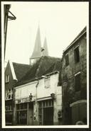 Chez Antoinette in een heel ver verleden. Foto van de Roggestraat van tussen 1965 en 1975, met daarop het toenmalige Chez Antoinette.