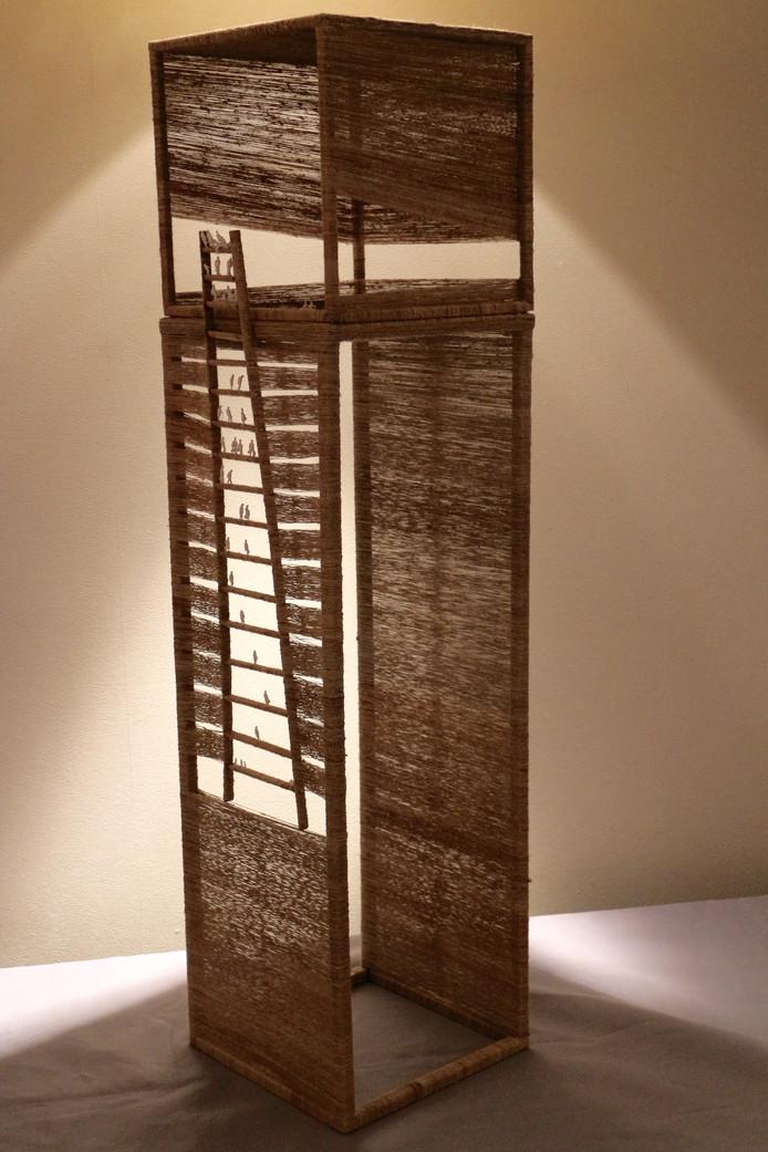 Het kunstwerk One Home van Antoinette Cremers, gemaakt van brandnetelgaren.
