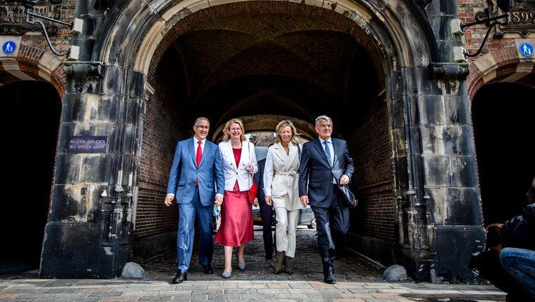 De burgemeester van Rotterdam, Ahmed Aboutaleb, burgemeester van Den Haag, Pauline Krikke, de locoburgemeester van Amsterdam, Kajsa Ollongren, en burgemeester van Utrecht, Jan van Zanen. Beeld anp